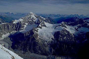 オーバーガーベルホルン ←マッターホルン山頂よりオーバーガーベルホルン 風が強く寒かったことも.